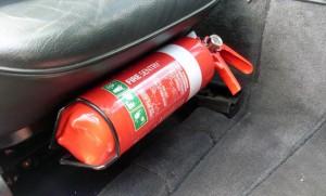 Nên đặt bình cứu hỏa ở đâu trên ôtô?
