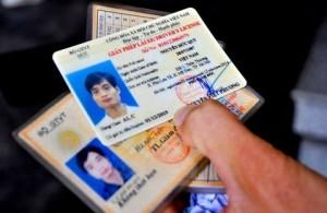 Giữ nguyên lộ trình đổi giấy phép lái xe sang vật liệu PET